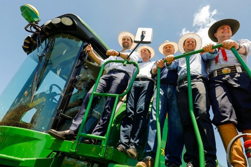 """""""Quem ousa empreender na agricultura merece nosso apoio e nosso respeito"""", disse o governador na abertura da safra do milho"""