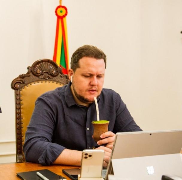 Secretário Covatti Filho participou de diversas videoconferências diárias