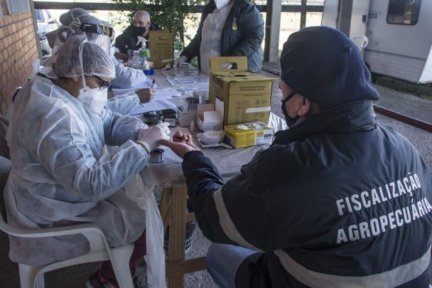 Medidas de segurança, como testes rápidos para a população residente, estão sendo tomadas no Parque de Exposições