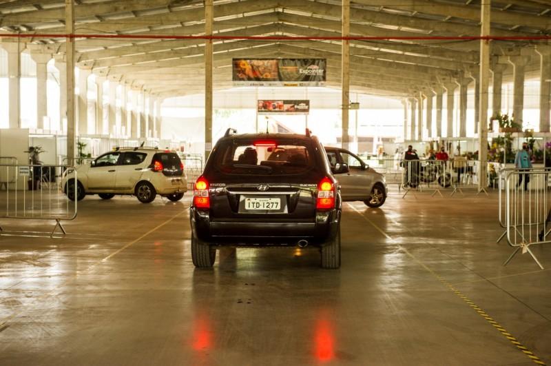 Visitantes não podem sair dos veículos
